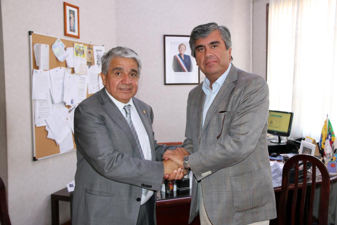Photo of Alcalde de Vicuña comienza trabajo en terreno con los miembros socios de la AMRC
