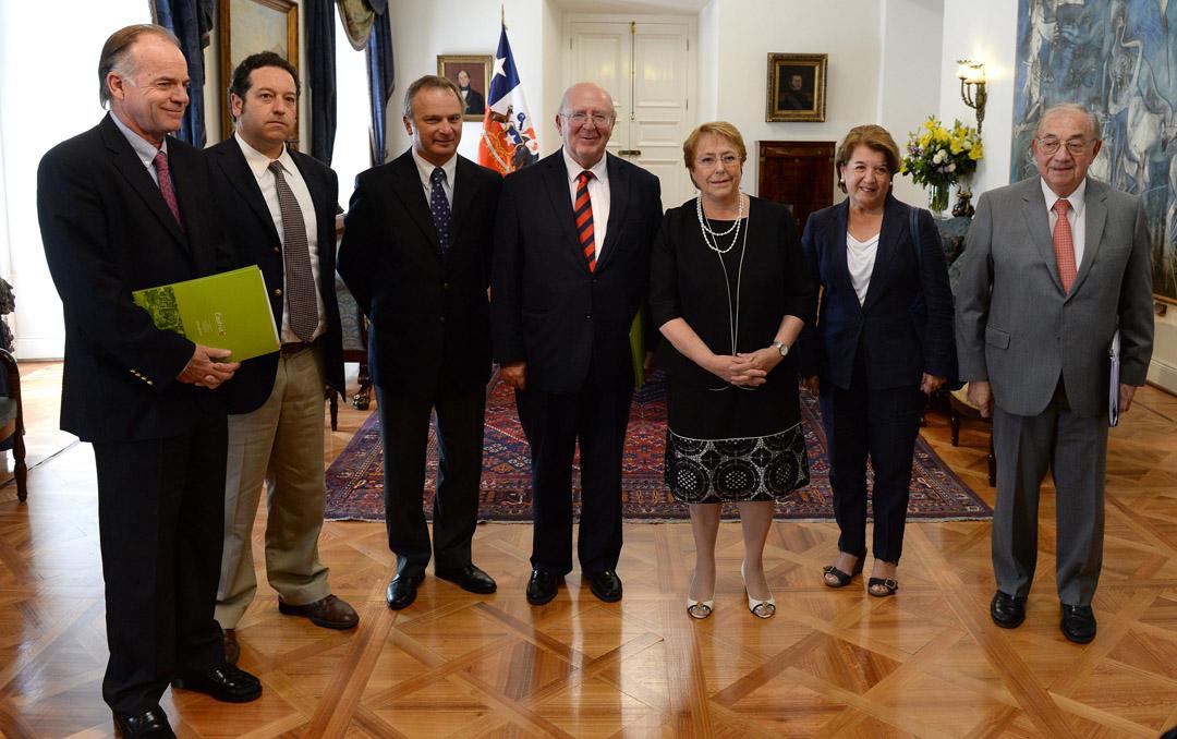 Photo of Presidenta de la SAN participó en reunión con Presidenta Bachelet para plantear necesidades de fruticultores