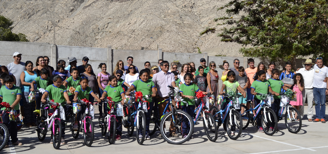 Photo of Niños y niñas de escuela de Chapilca recibieron bicicletas como regalo de Navidad