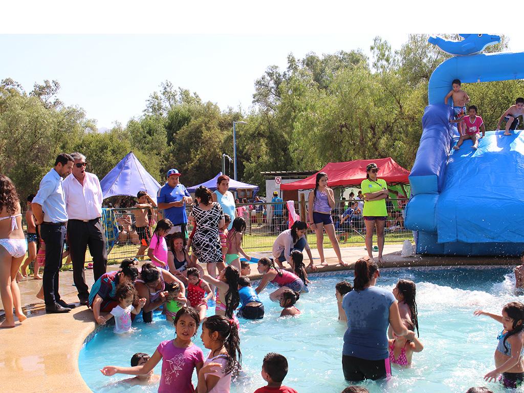 Photo of Niños y niñas de la comuna de Vicuña disfrutaron de su fiesta de navidad en el Parque Los Pimientos