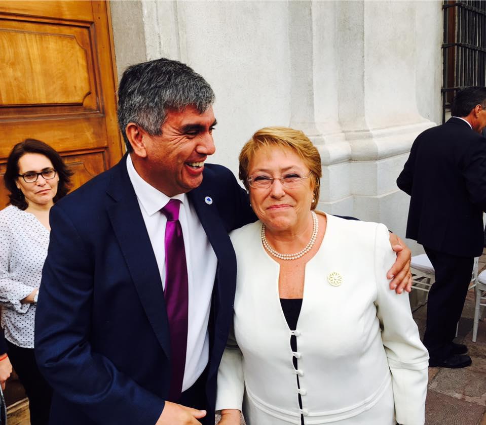 Photo of Alcalde de Vicuña participa en encuentro con presidenta Michelle Bachelet en La Moneda