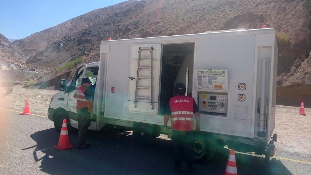 Photo of Paso Agua Negra recibe apoyo de camión escáner de Aduanas