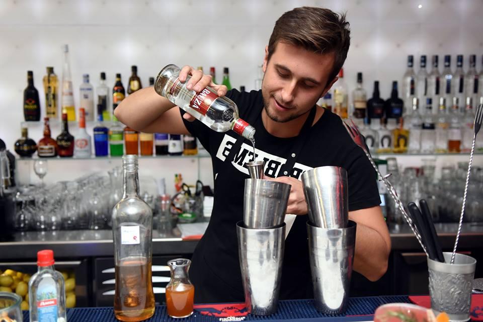 Photo of Destacan a la Piscola, el trago nacional, en la celebración de su día