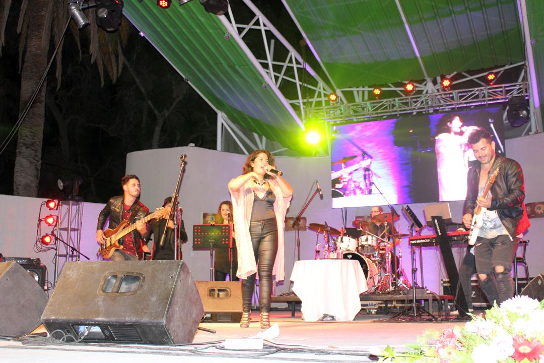 Photo of La cantante nacional Carolina Soto cautivó a los vicuñenses en la Noche de los Enamorados
