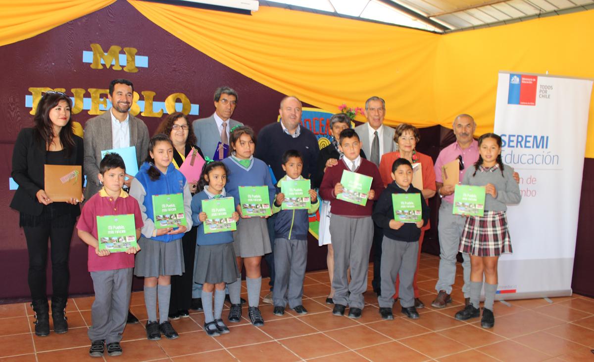 """Photo of En la localidad de El Arenal se presentó el libro """"Mi pueblo mis raíces"""""""