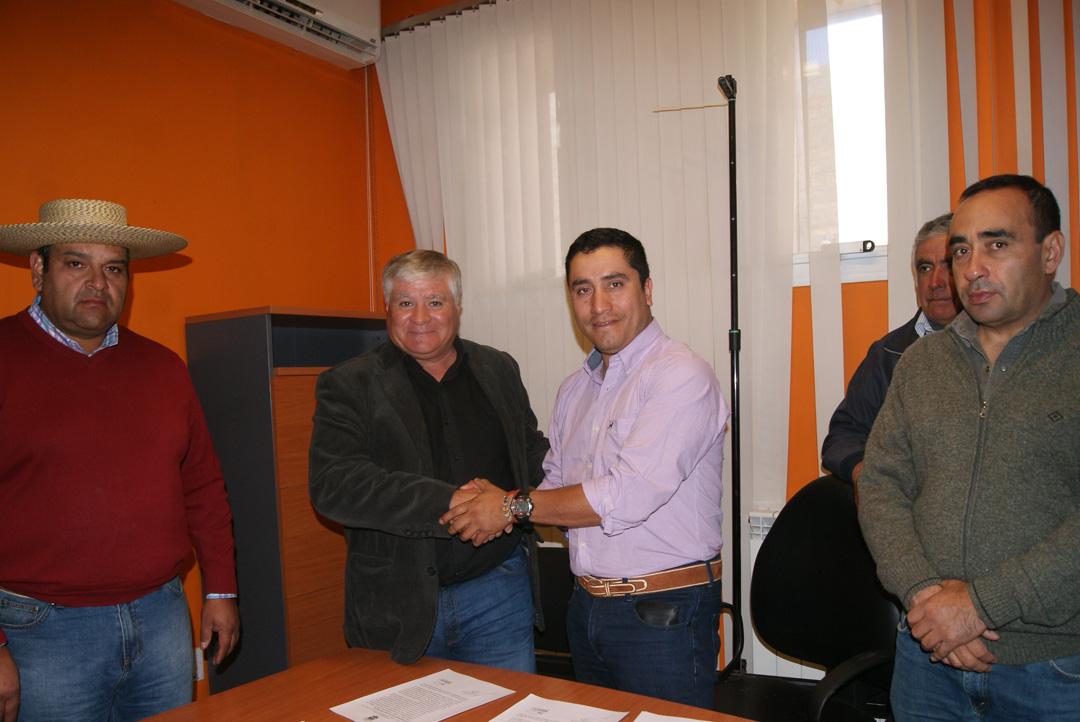 Photo of Paihuano estrecha lazos con Departamento de Iglesia con firma de convenio