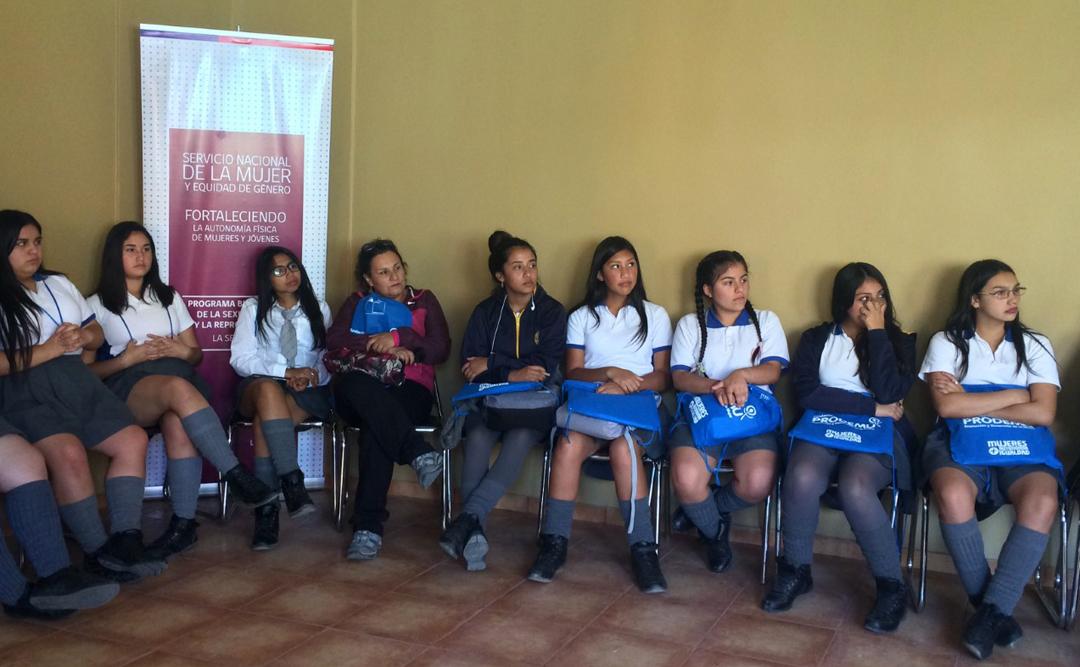 Photo of Se realiza encuentro y diálogo sobre derechos sexuales y reproductivos con adolescentes del Liceo de Vicuña