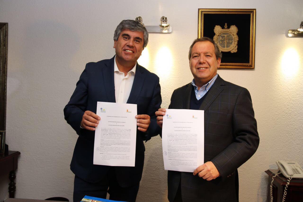 Photo of Vicuña firma convenio de hermandad con la comuna de  La Granja