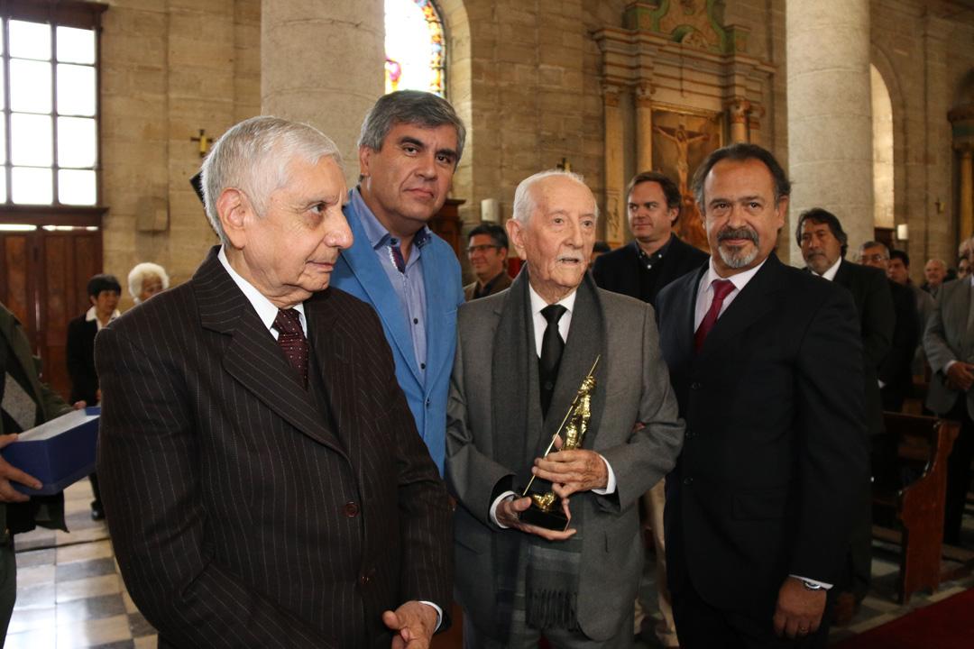 Photo of Asociación Chilena de Municipalidades destaca a Renán Fuentealba en su cumpleaños número 100