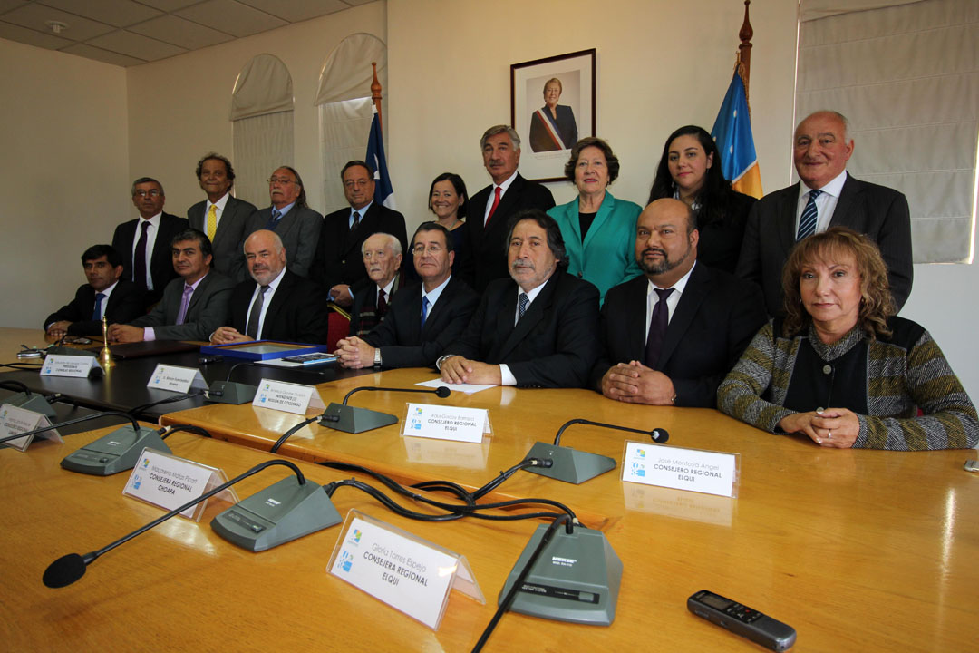 Photo of Emotivo reconocimiento del CORE a ex intendente Renán Fuentealba Moena