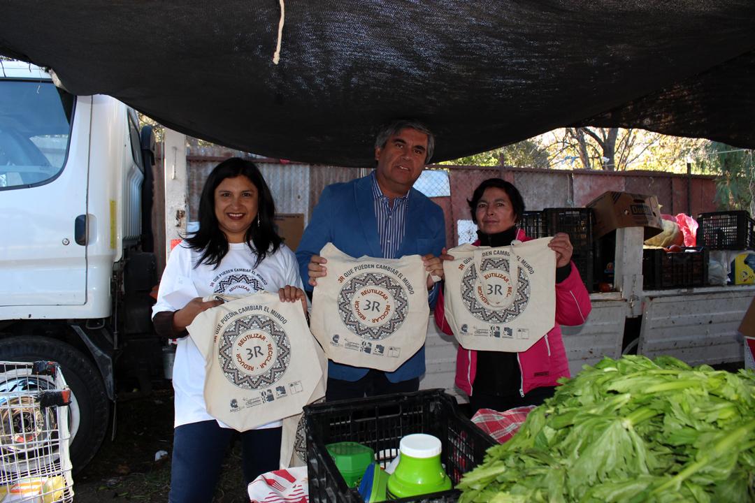 Photo of Vicuña continúa con la campaña para el cambio de  bolsas plásticas por reutilizables