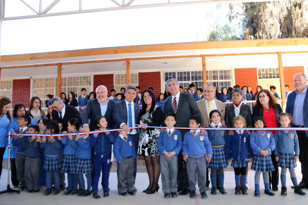 Photo of Estudiantes de la localidad de El Tambo  valoran nueva escuela Neftalí Reyes