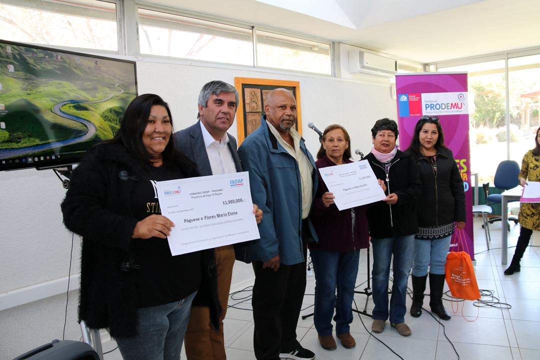 Photo of Entregan fondos de inversión a 10 agrupaciones de mujeres campesinas de la Provincia de Elqui