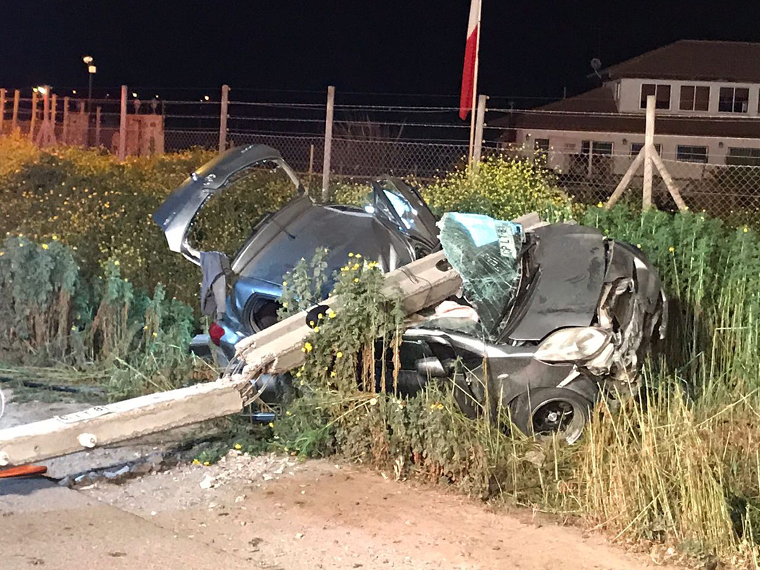Photo of Un fallecido y un herido grave en choque de auto con poste en Quebrada de Monardez