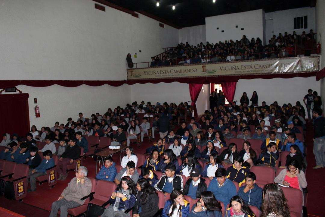 Photo of Estudiantes y adultos participaron activamente de 1ra conferencia astronómica del Mes de las Estrellas