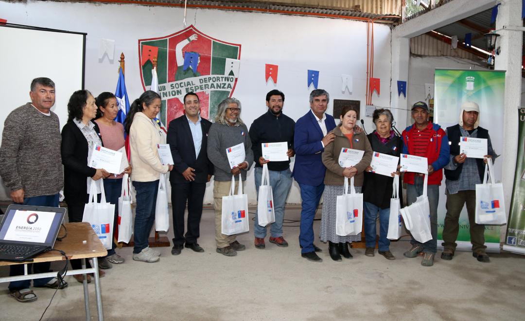 Photo of 240 familias de Vicuña se sumaron a la eficiencia energética recibiendo kit de ahorro