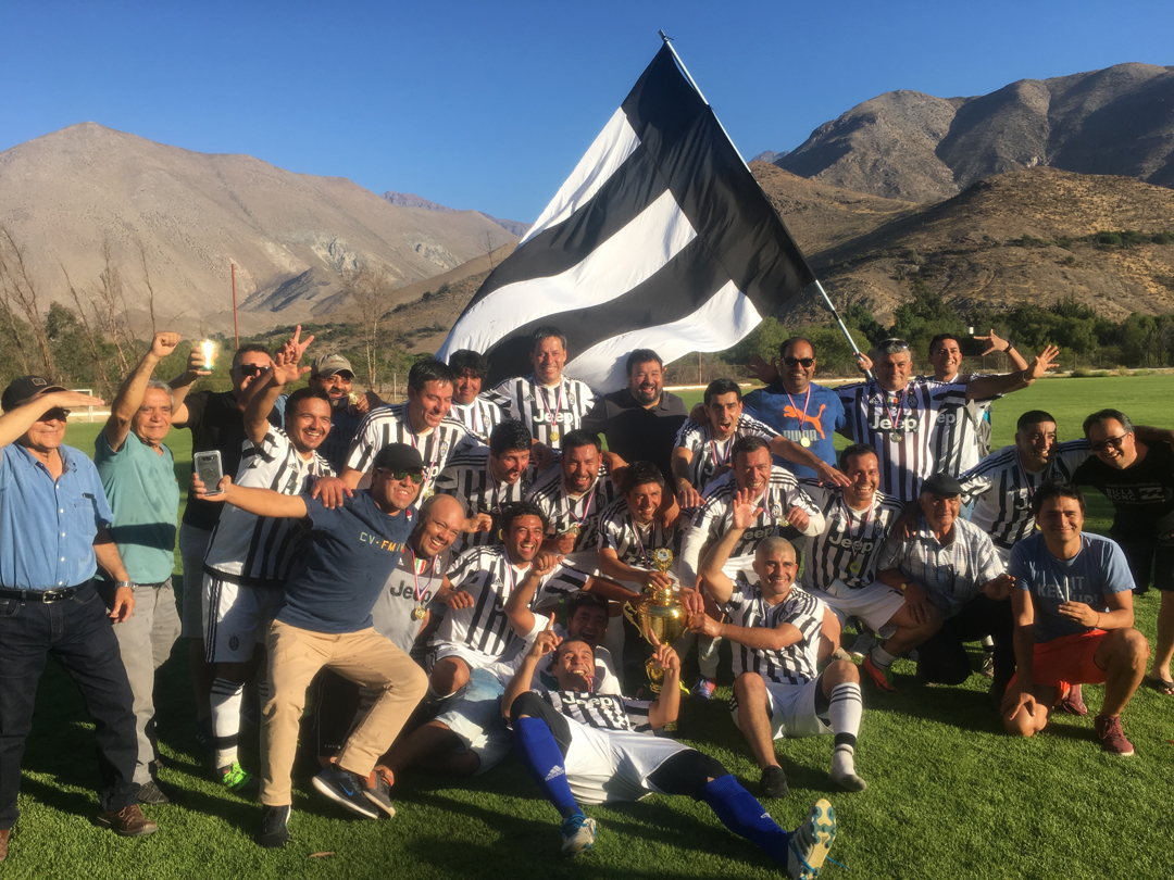 Photo of CD Juventus se corona campeón del torneo Senior 35 de Vicuña 2017