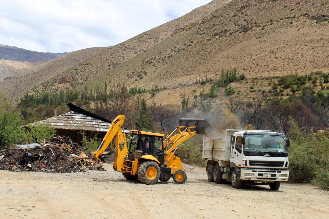 Photo of Comuna de Vicuña fue en ayuda de los damnificados del Pueblo Artesanal de Horcón
