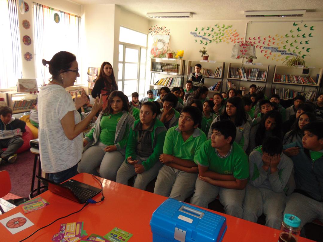 Photo of Estudiantes participan en charla de prevención de violencia en el pololeo