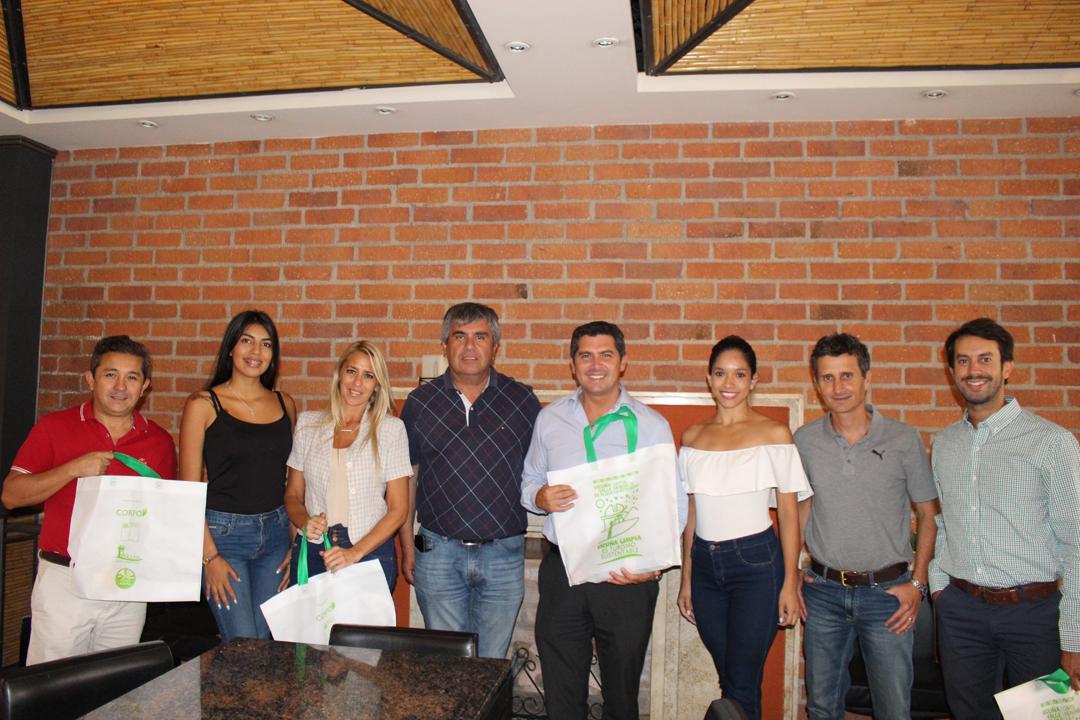 Photo of Los departamentos de Santa Lucia y Chimbas reafirman sus lazos con la comuna de Vicuña