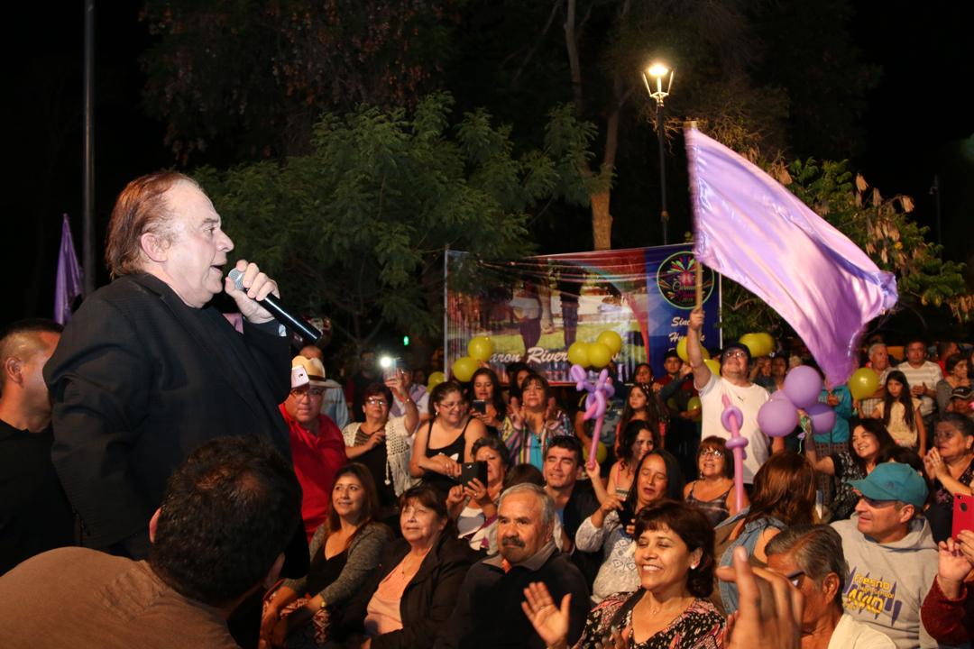 """Photo of El cantante Luís Dimas hizo vibrar al público elquino en la """"Noche del Recuerdo"""""""