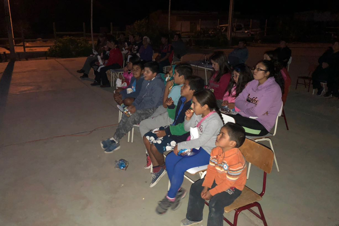 """Photo of Hasta la localidad de Viñita Alta llegó el programa municipal """"Derechito al Cine"""""""