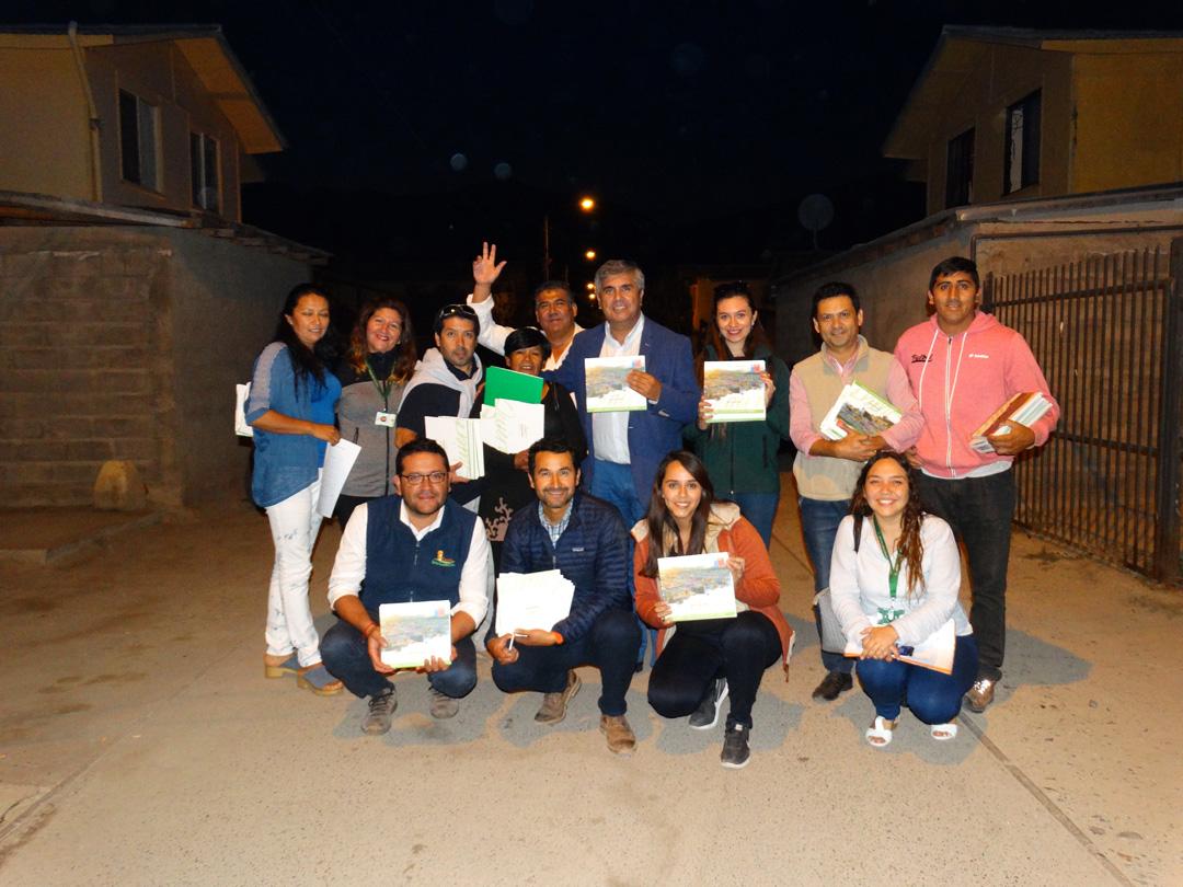 """Photo of Proyectos de """"Quiero Mi Barrio"""" se plasmaron en un libro que fue entregado a los vecinos"""