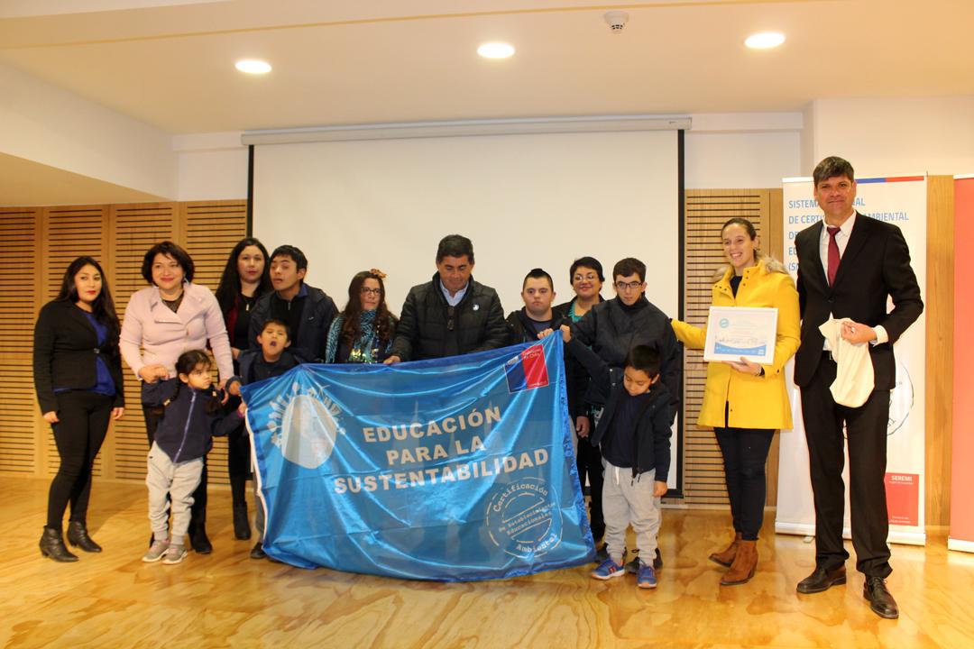 Photo of Certifican ambientalmente a escuela Santiago Bueras  de Tres Cruces