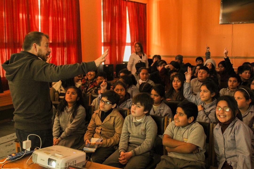 Photo of Destacado científico Gabriel León visitó escuela de Coquimbito y cautivó a estudiantes con charlas sobre su experiencia en ciencia