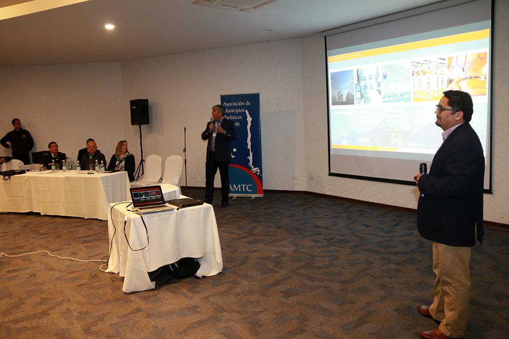 Photo of Vicuña presenta su exitosa experiencia de la Corporación de Turismo en Congreso de Arica