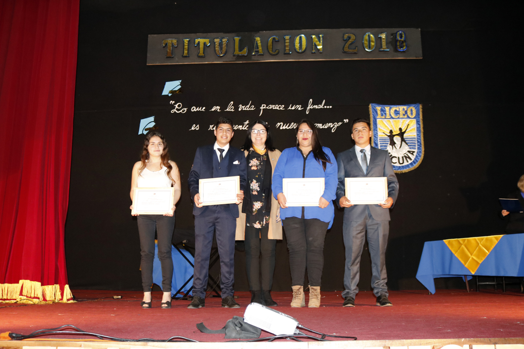Photo of En emotiva ceremonia se titularon los estudiantes de las especialidades técnicas del liceo de Vicuña