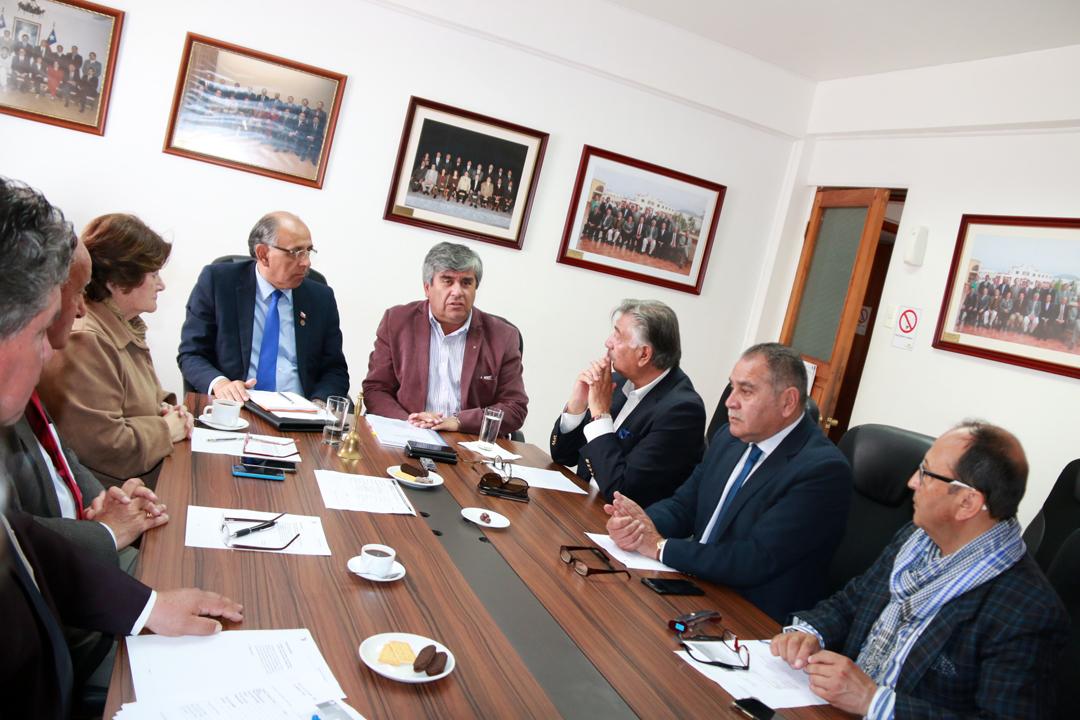 Photo of Consejeros regionales comprometen apoyo para que Vicuña cuente con su edificio consistorial