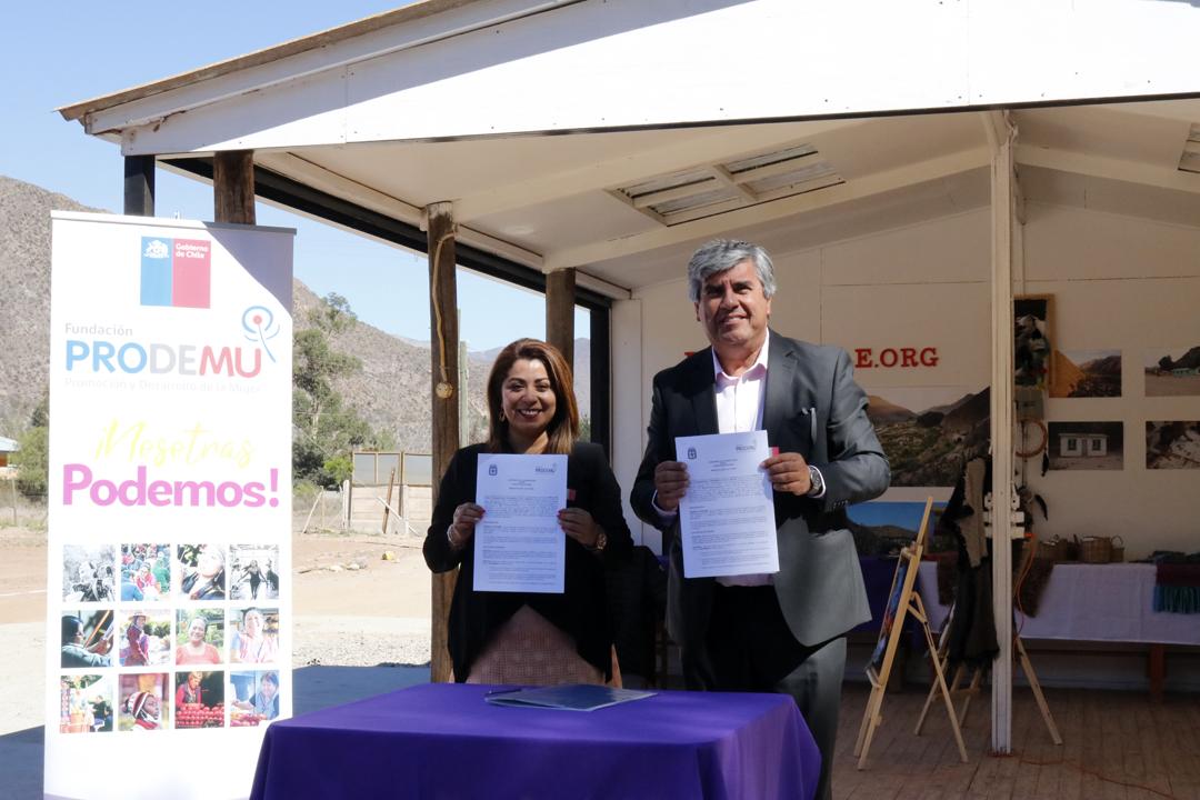 Photo of Municipio de Vicuña y Fundación Prodemu firman convenio en beneficio de mujeres de la comuna