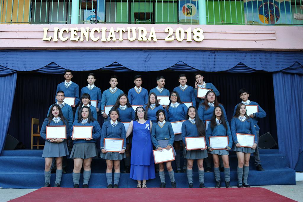 Photo of Con una emotiva ceremonia el Liceo Carlos Mondaca vivió la despedida de los 4tos medios