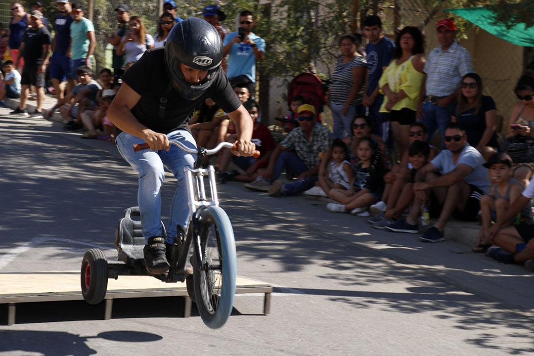 Photo of Centenares de asistentes llegaron a Villaseca a vivir una nueva carrera de Los Carros Locos