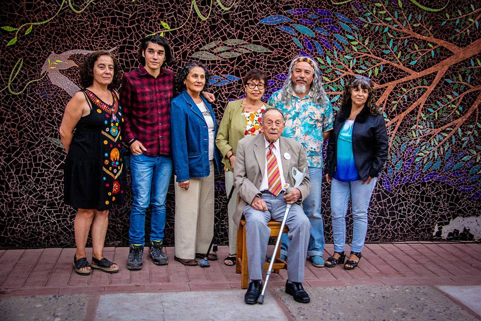 Photo of En tertulia literaria escritores del centro cultural y artístico Elquialmar de Vicuña compartieron sus poemas