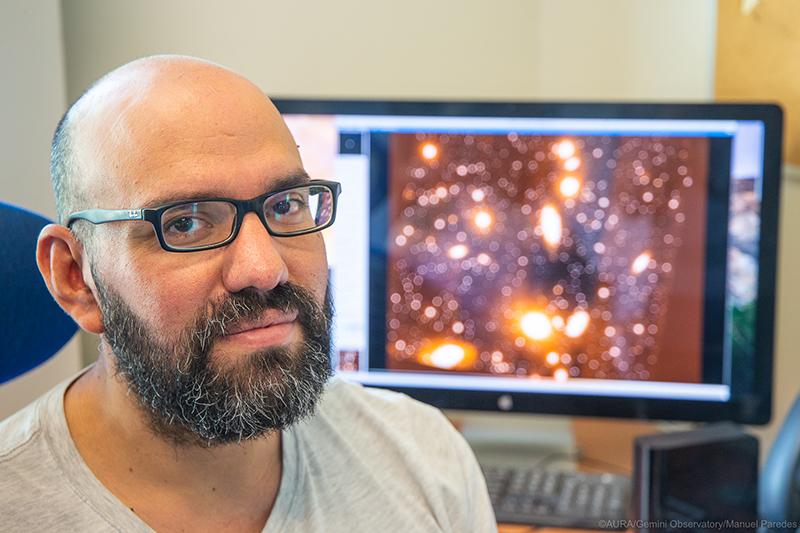 """Photo of Ricardo Salinas, astrónomo: """"El eclipse se verá en todo Chile, pero solo en La Serena y sus alrededores será total"""""""