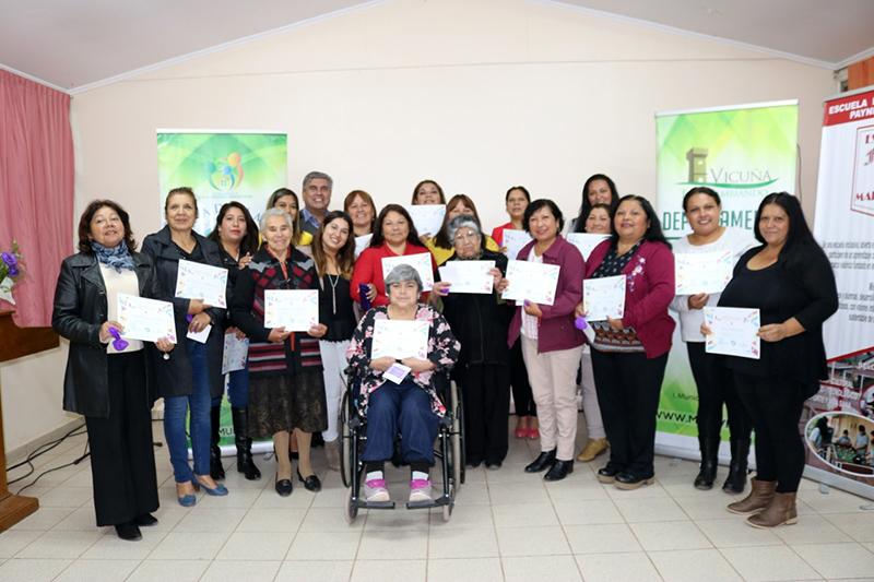 Photo of 19 mujeres de Marquesa se certificaron en un taller de bordado en cinta