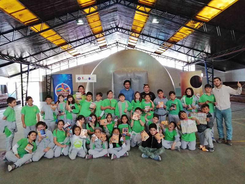 Photo of Planetario móvil de la Universidad de La Serena deleitó a los asistentes con proyecciones sobre el universo