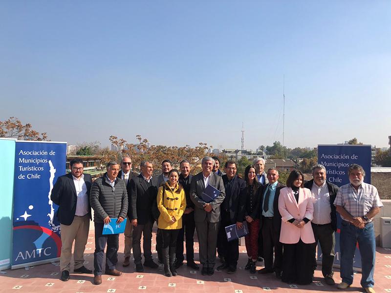 Photo of Alcalde de Vicuña asume como presidente de la Asociación de Municipalidades Turísticas de Chile