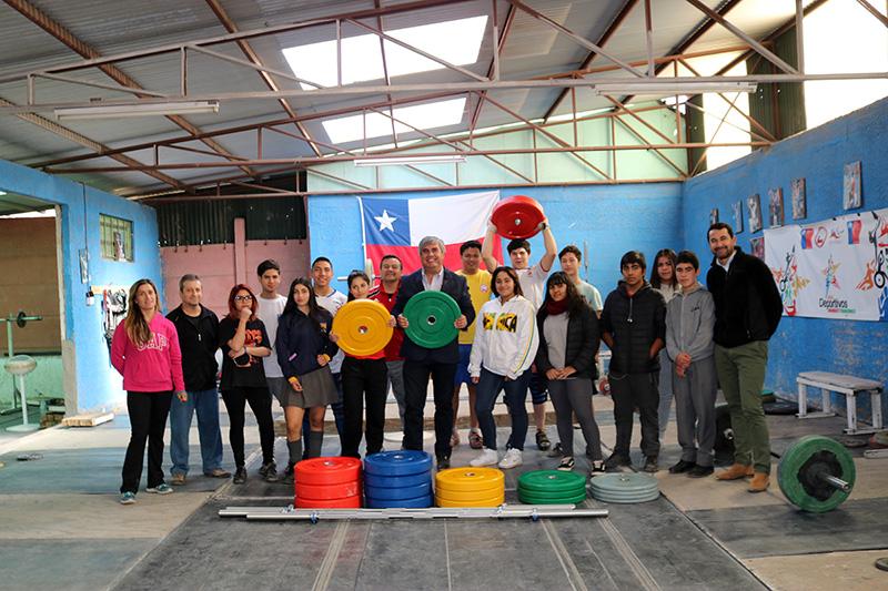 Photo of Pesistas de Vicuña reciben nuevos implementos para la Asociación de Halterofilia