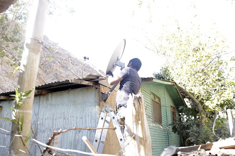 Photo of Vecinos de Huanta cuentan con televisión digital gracias a la implementación de 80 kits de tv