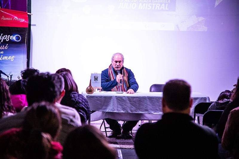 Photo of Pedro Engel conecta al público de la Feria del Libro con la espiritualidad