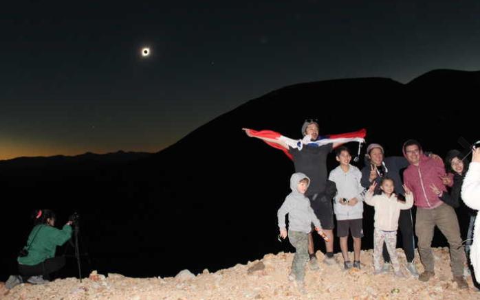 Photo of Condoriaco: El pueblo minero que renació y se convirtió en el epicentro del eclipse solar