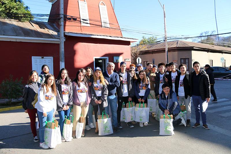 Photo of Jóvenes del Valle de Elqui destacaron entregando información en inglés a los turistas que visitaron el Valle de Elqui para ver el eclipse solar