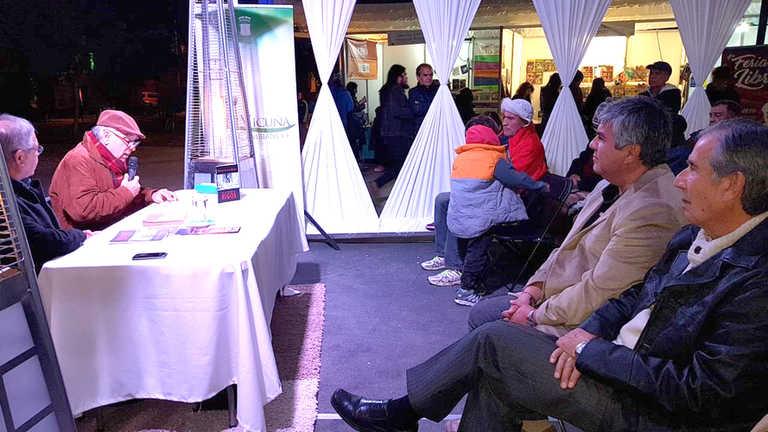 Photo of Autores regionales y nacionales dejan su huella en  la Feria del Libro de Vicuña