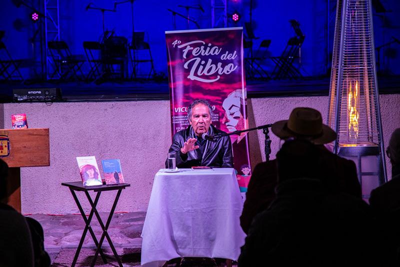 Photo of Con Hernán Rivera Letelier comenzó la Feria del Libro de Vicuña