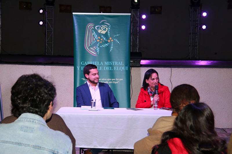 """Photo of Feria del Libro de Vicuña: La investigadora Claudia Reyes presentó su libro """"Gabriela Mistral y el Valle de Elqui"""""""