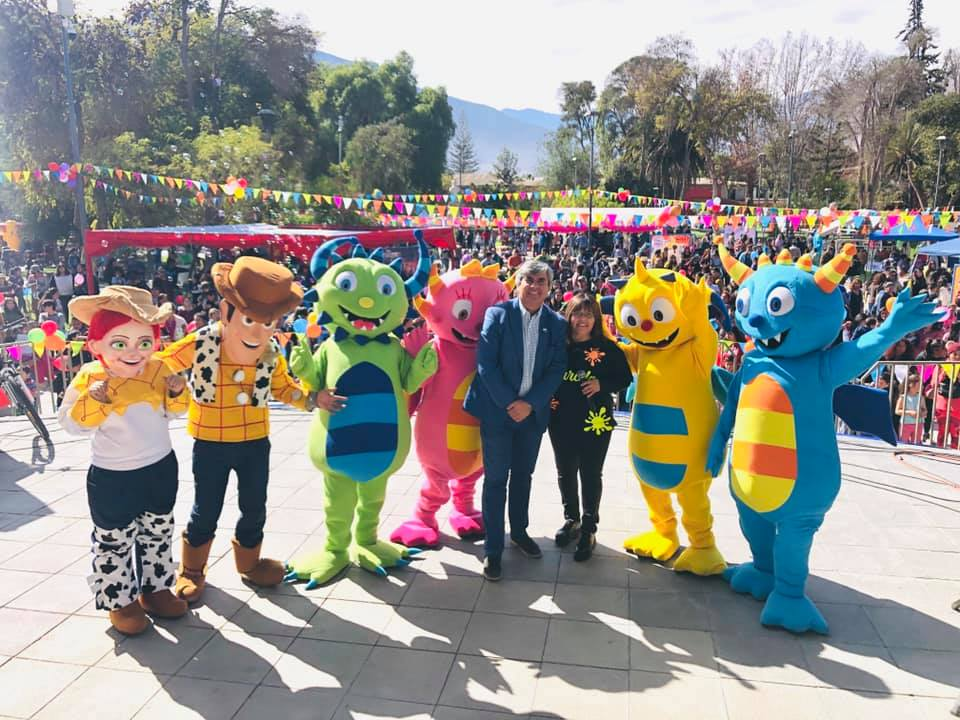 Photo of Niños y niñas de Vicuña celebraron su día con show infantil juegos y regalos