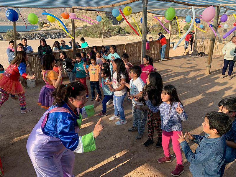 Photo of Team Fantasía recorrió la comuna de Vicuña llevando su alegría a niños y niñas en su día